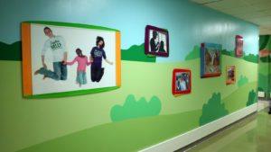 Hospital St. Jude - pasillo con fotografias