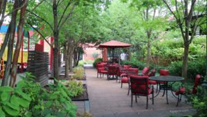 Target House - patio